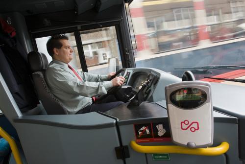 OV-chiplezer bij buschauffeur