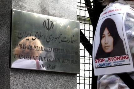 FOK.nl / Nieuws / Steniging in Iran uitgesteld: frontpage.fok.nl/nieuws/403973/1/1/50/steniging-in-iran-uitgesteld...
