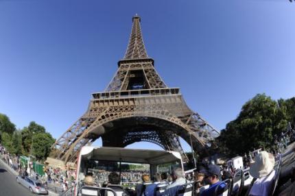 Eiffeltoren ontruimd na bomalarm