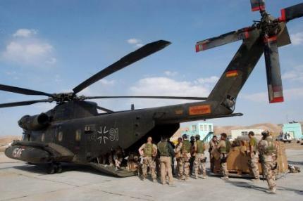 Negen militairen ISAF gedood in crash