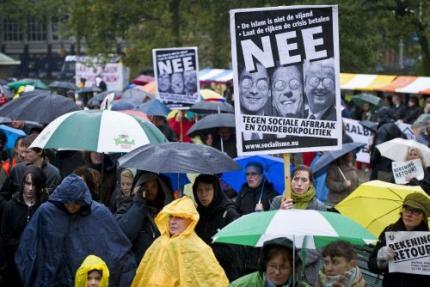 Demonstratie tegen kabinet-Rutte in Den Haag