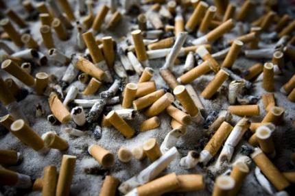 Schippers versoepelt rookverbod kleine kroeg