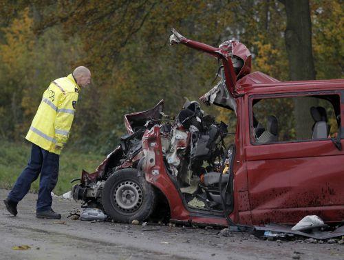 Twee doden en gewonden na ongeval met bus