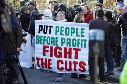 Tienduizenden Ieren demonstreren in Dublin