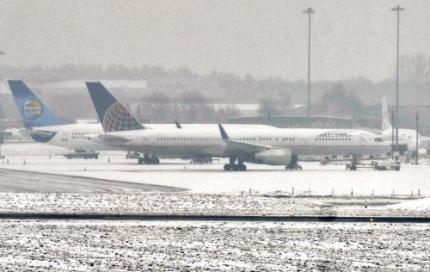 Zware sneeuwval treft Britse luchthavens