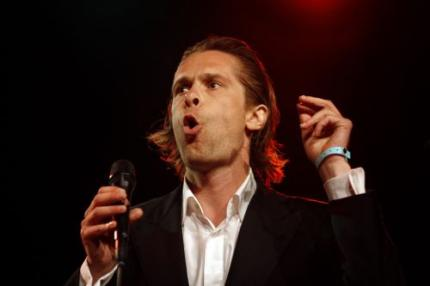 Hans Teeuwen keert terug als cabaretier