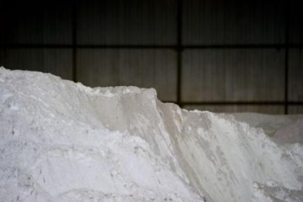 Loket verdeelt zout onder 100 gemeenten