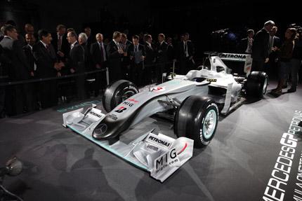 Livery Mercedes GP schuin van voren
