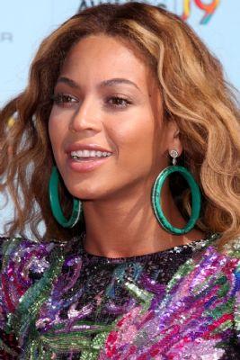 Beyoncé en Keys filmen clip in sloppenwijken Rio