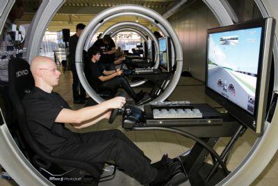 Gamers strijden voor plaats op echte racebaan