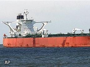 Torpedojager begeleidt gekaapte supertanker