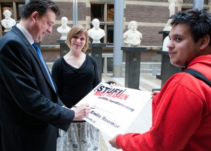 Emile Roemer tekent petitie