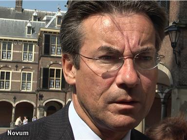Verhagen noemt Cohen 'volstrekt ongeloofwaardig'