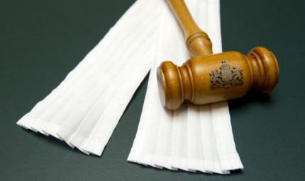 Onderzoek naar handelen officier en rechter