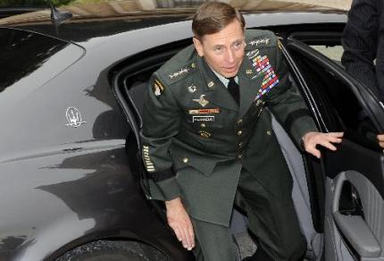 Generaal David Petraeus binnen jaar weg
