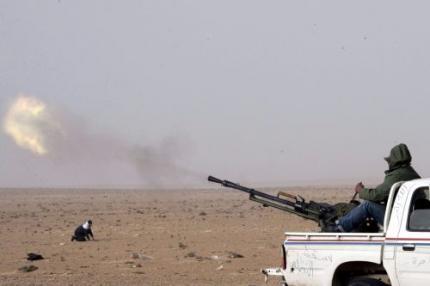 'Kaddafi zet tanks in tegen rebellen Zawiyah'