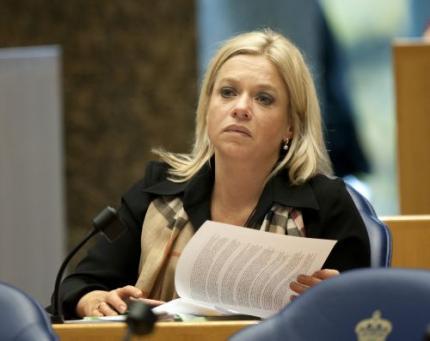 Hennis (VVD) krijgt haar hoofddoekjesdebat