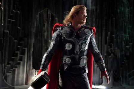 Thor in vol ornaat