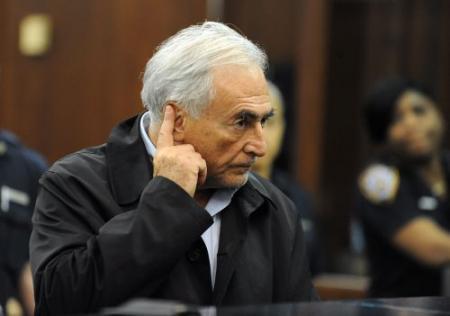 Strauss-Kahn onder zelfmoordtoezicht