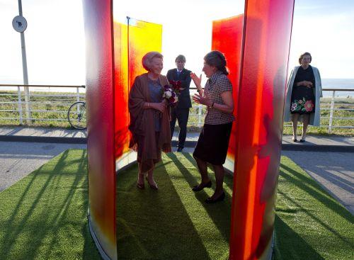 Koningin opent expositie lichtkunst