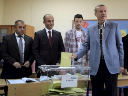 Erdogan zoekt steun voor nieuwe grondwet
