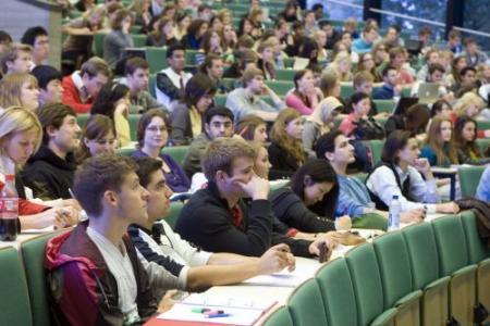 Studenten steken zich flink in de schulden