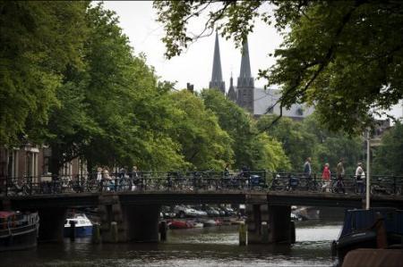 Amsterdam daalt op lijst dure steden