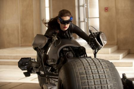 The Dark Knight Rises: Selina Kyle (Catwoman) op de Batpod