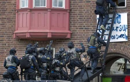Zweedse politie bestormt ambassade Libië