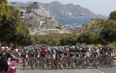 Lastras pakt leiderstrui na ritzege in Vuelta