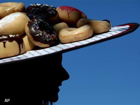 Kim Kardashian zweert donuts af (Foto: Novum)
