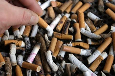 'Rokers moeten meer zorgpremie betalen'