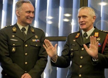 Middendorp volgt Van Uhm op als legerbaas