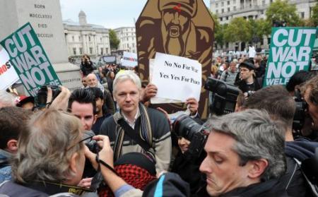 WikiLeaks-voorman Assange bij Occupy Londen