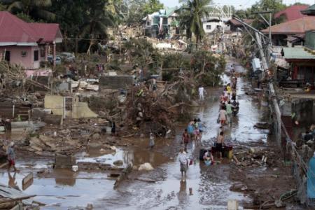 Reddingswerkers zoeken overlevenden Mindanao