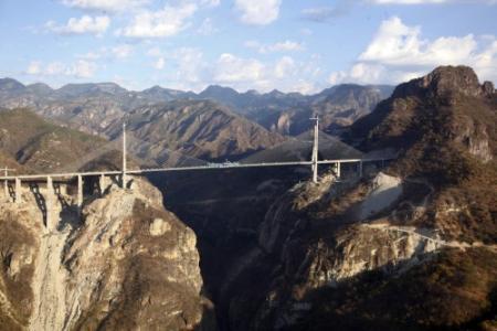 Mexico opent hoogste brug ter wereld