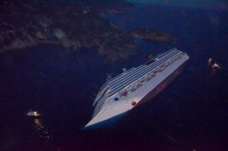Twee mensen levend gevonden in cruiseschip