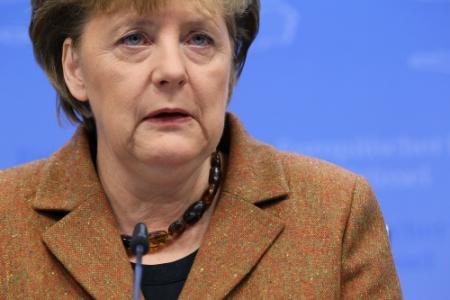 Merkel: Griekenland uit euro zou ramp zijn