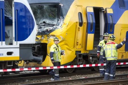 Locomotief sleept eerste trein weg