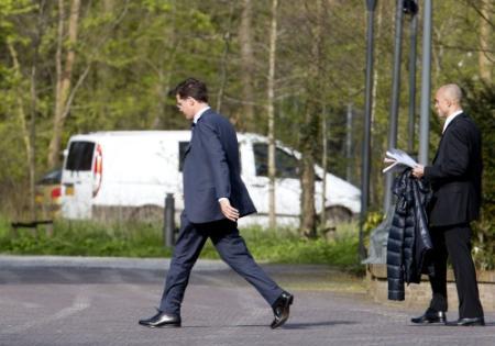 Rutte biedt ontslag kabinet aan