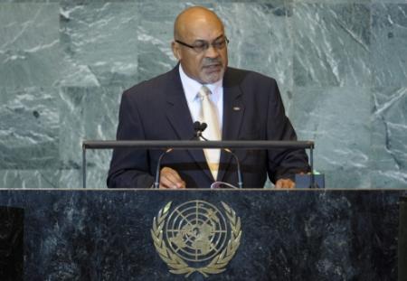 Bouterse hakt in eigen kabinet