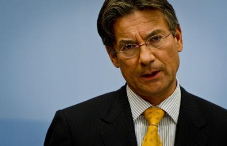 Verhagen onderzoekt plan windparken Groningen