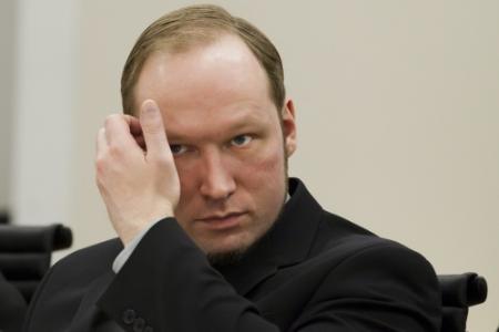 Nabestaanden oneens over Breivik