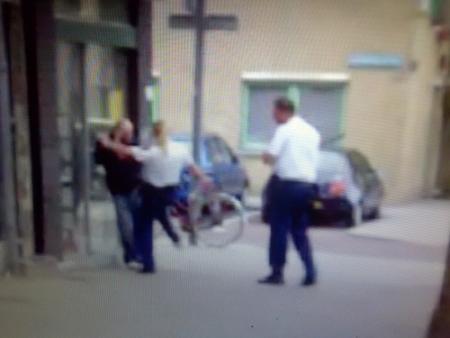 Politieagenten van schopincident ziek thuis