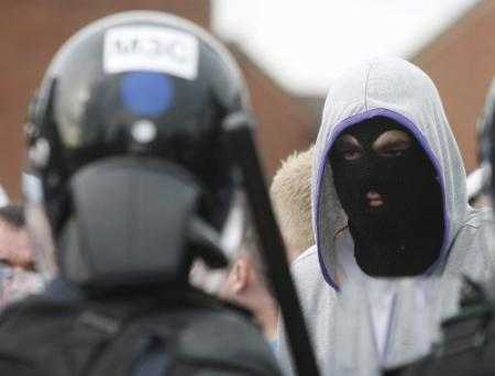 Rellen in Belfast na oranjemars