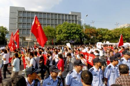 Chinezen bekogelen ambassade Japan opnieuw