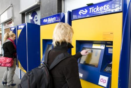 'NS moet papieren treinkaartje behouden'