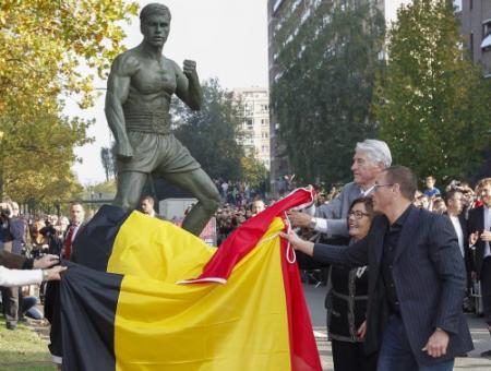 Brussel onthult beeld Jean-Claude Van Damme