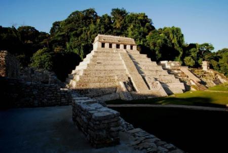 Graf grondlegger Mayabeschaving ontdekt