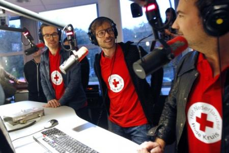 3FM-dj's laten zich opsluiten in Glazen Huis